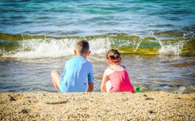 Co zrobić z dziećmi w wakacje, jak trzeba pracować?
